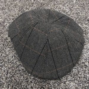 Newsboy hat with elastic back